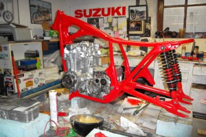 Honda 550 four chassis rouge