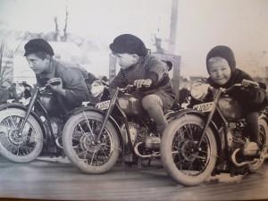 Enfin je ne peux pas résister au plaisir de vous montrer ces R66 de manège et la frimousse des futurs motards
